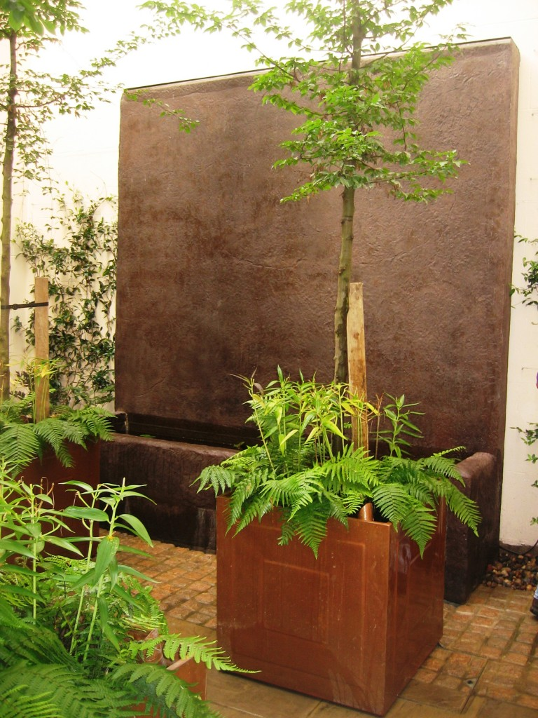 Courtyard Garden With Rendered Water Wall And Copper