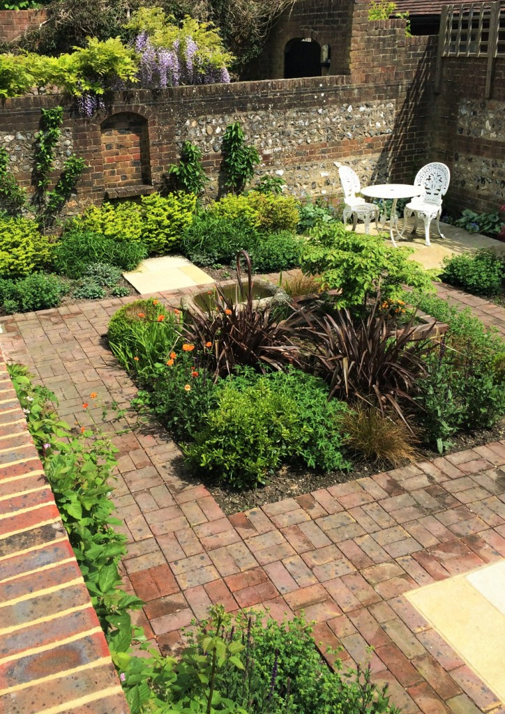 Courtyard garden lewes east sussex designed by alitura for Garden design east sussex